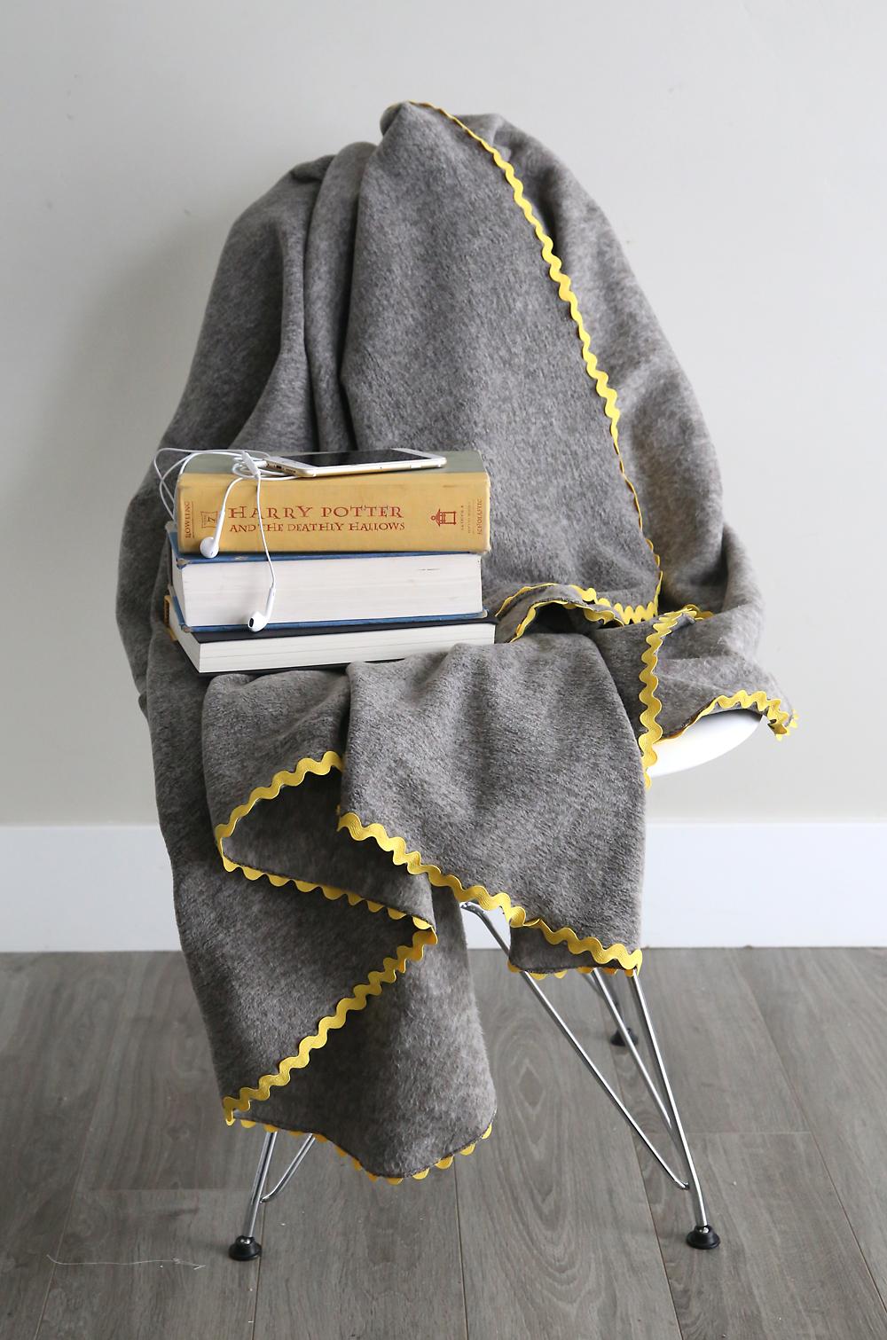 How To Make Gorgeous Diy Fleece Blankets It S So Easy It S Always Autumn